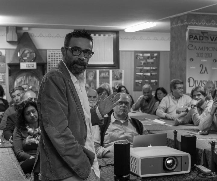 """Francesco Merenda si racconta, in una serata insieme al Gruppo Fotografico """"La Barchessa""""di Limena (PD). Di Michela Checchetto"""